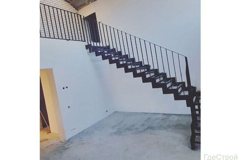 Лестницы на металлокаркасе межэтажные в частный дом, таунхаус, коттедж.